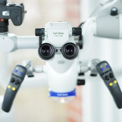 OP-Mikroskop gehört zur Ausstattung der Zahnarztpraxis Felgner in Leipzig.